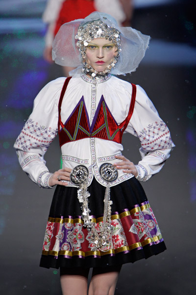 John Galliano Fall 2018 Ready-to-Wear Collection - Vogue 62