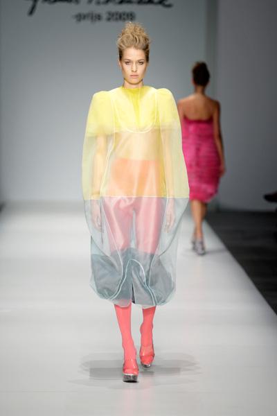 Dewi Pfeiffer Remember Her Name: Frans Molenaar Prijs 2009 Catwalk Fashion Show SS10