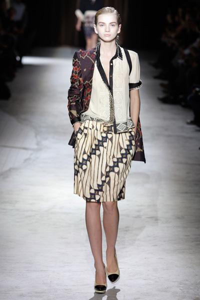 aa563389eec84b Dries van Noten Catwalk Fashion Show ss2010