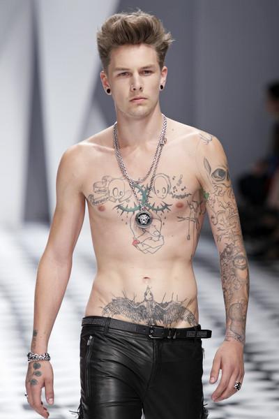 Versace Catwalk Fashion Show Ss2011 Team Peter Stigter