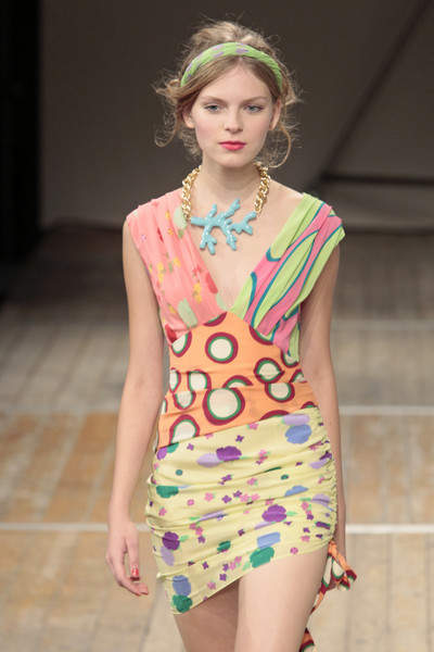 Moschino Cheap and Chic Catwalk Fashion Show Milan SS2011 ...