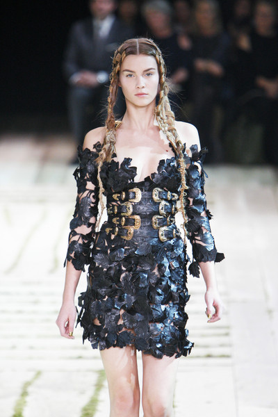 36057b21574 Alexander McQueen Catwalk Fashion Show Paris SS2011