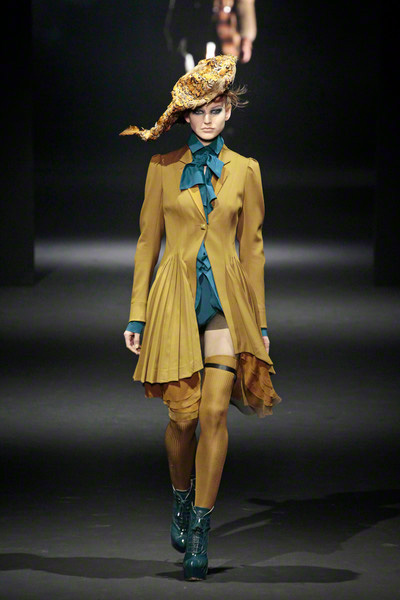 John Galliano Ss Paris Fashion Week Location