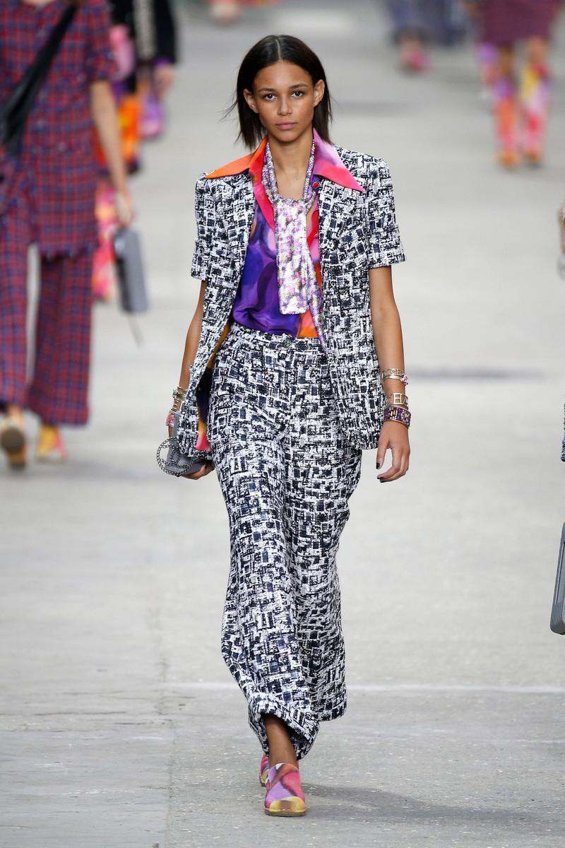 Chanel Catwalk Fashion Show Paris Womenswear SS2015