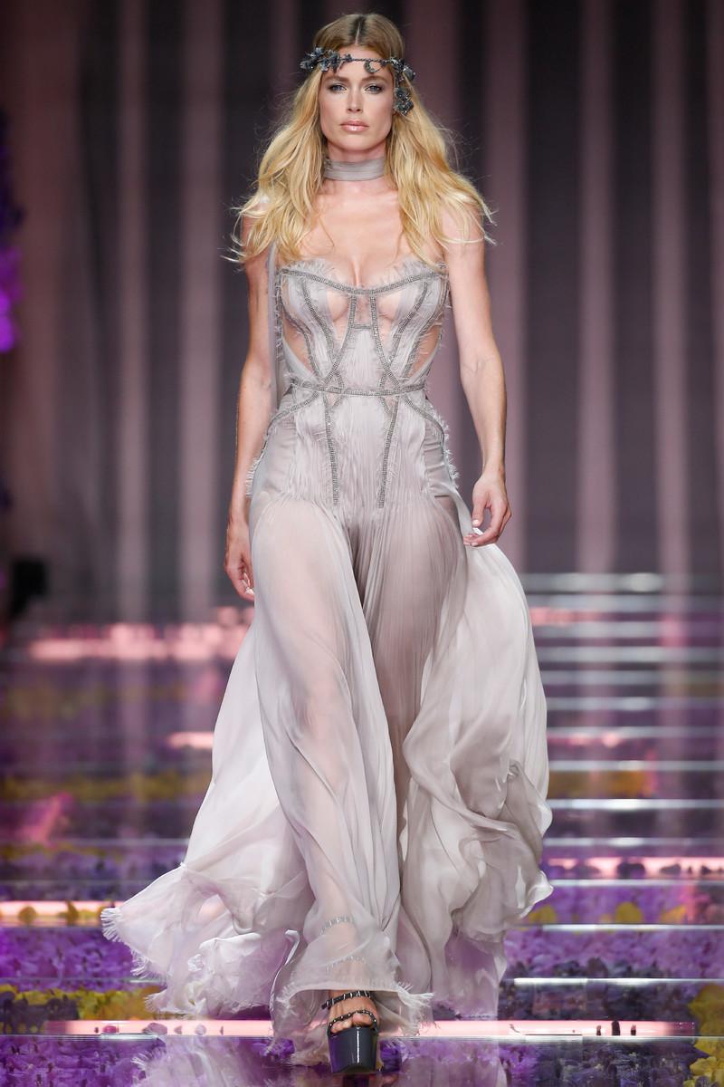 Atelier versace haute couture fashion show paris fw2015 for Haute couture designers names