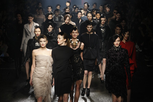 PHOTO © PETER STIGTER WOMENSWEAR AUTUMN/WINTER 2009 FILENAME IS DESIGNER NAME