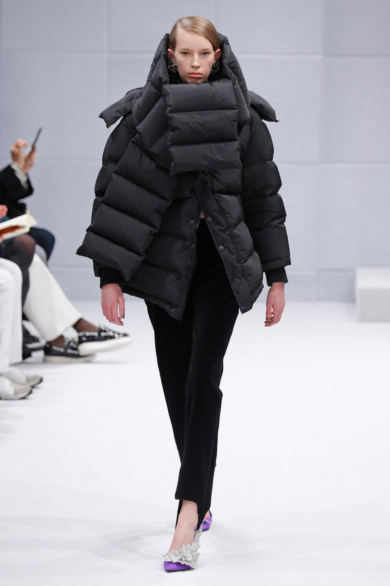 balenciaga catwalk fashion show paris womenswear fw2016