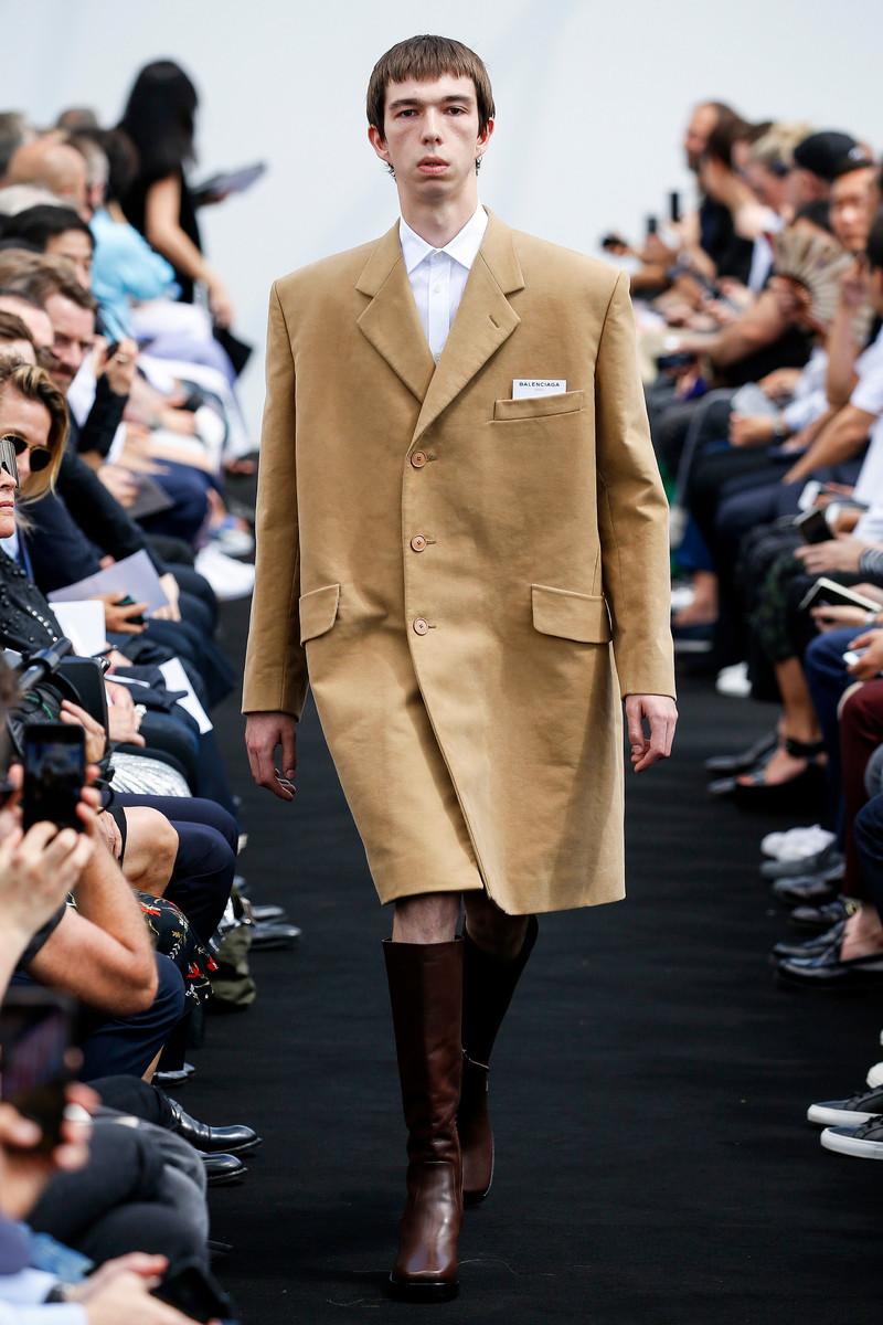 Balenciaga Catwalk Fashion Show Paris Menswear SS2017