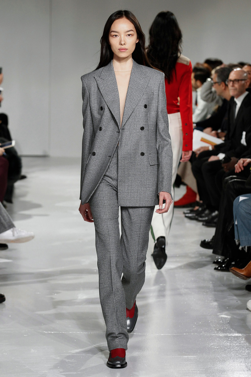 Fall/Winter Catwalk Trend 2017/2018: Grey Suits