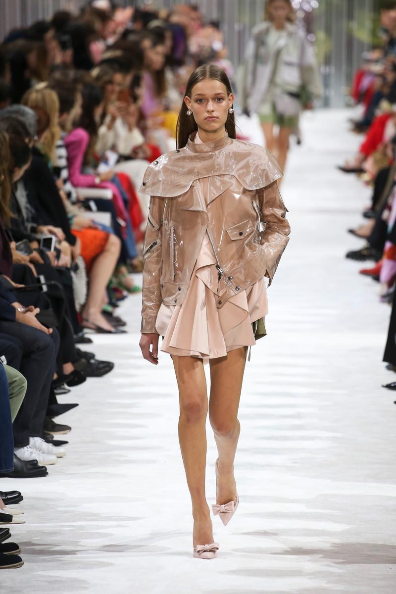 Valentino Catwalk Fashion Show Womenswear SS2018 Paris