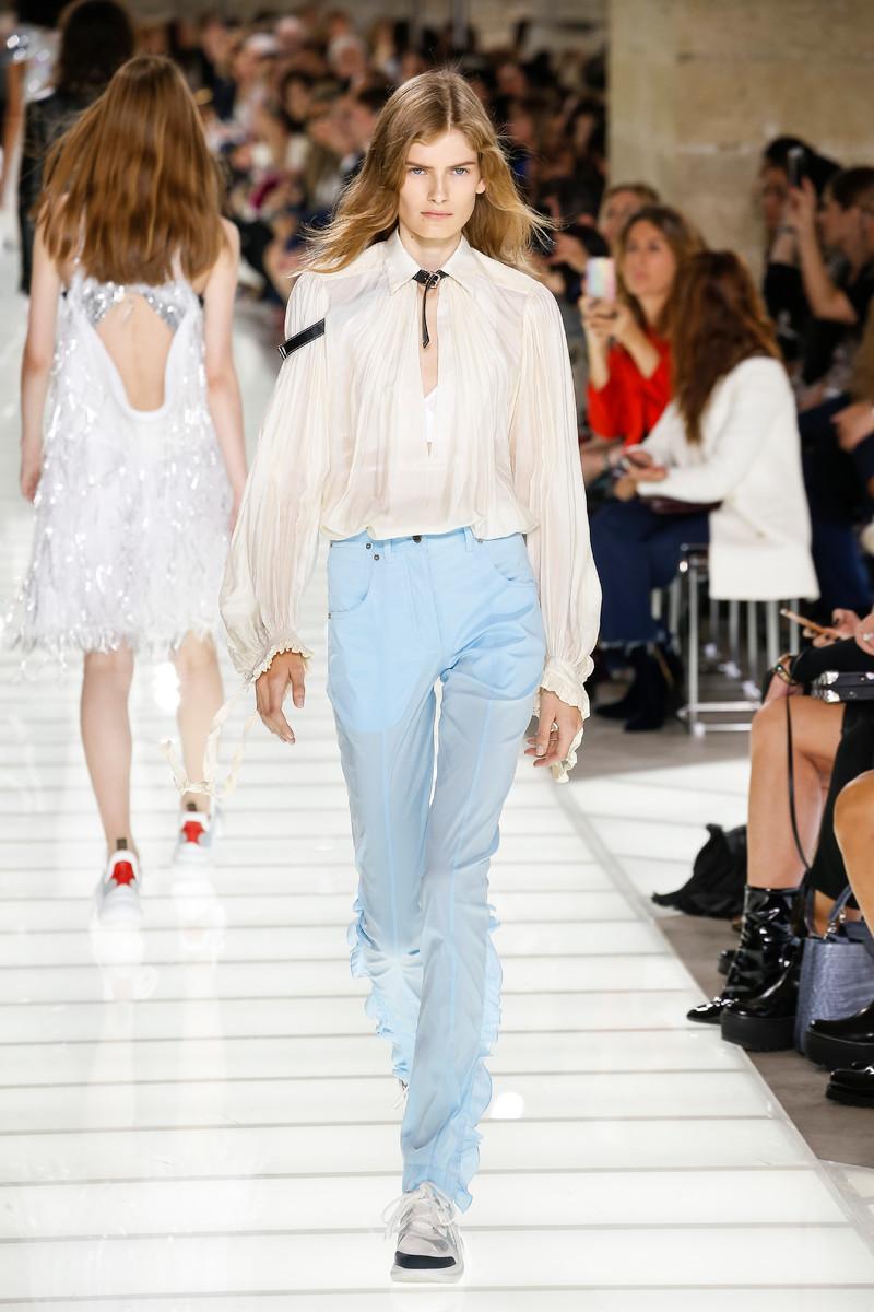 Louis Vuitton Catwalk Fashion Show Womenswear SS2018 Paris