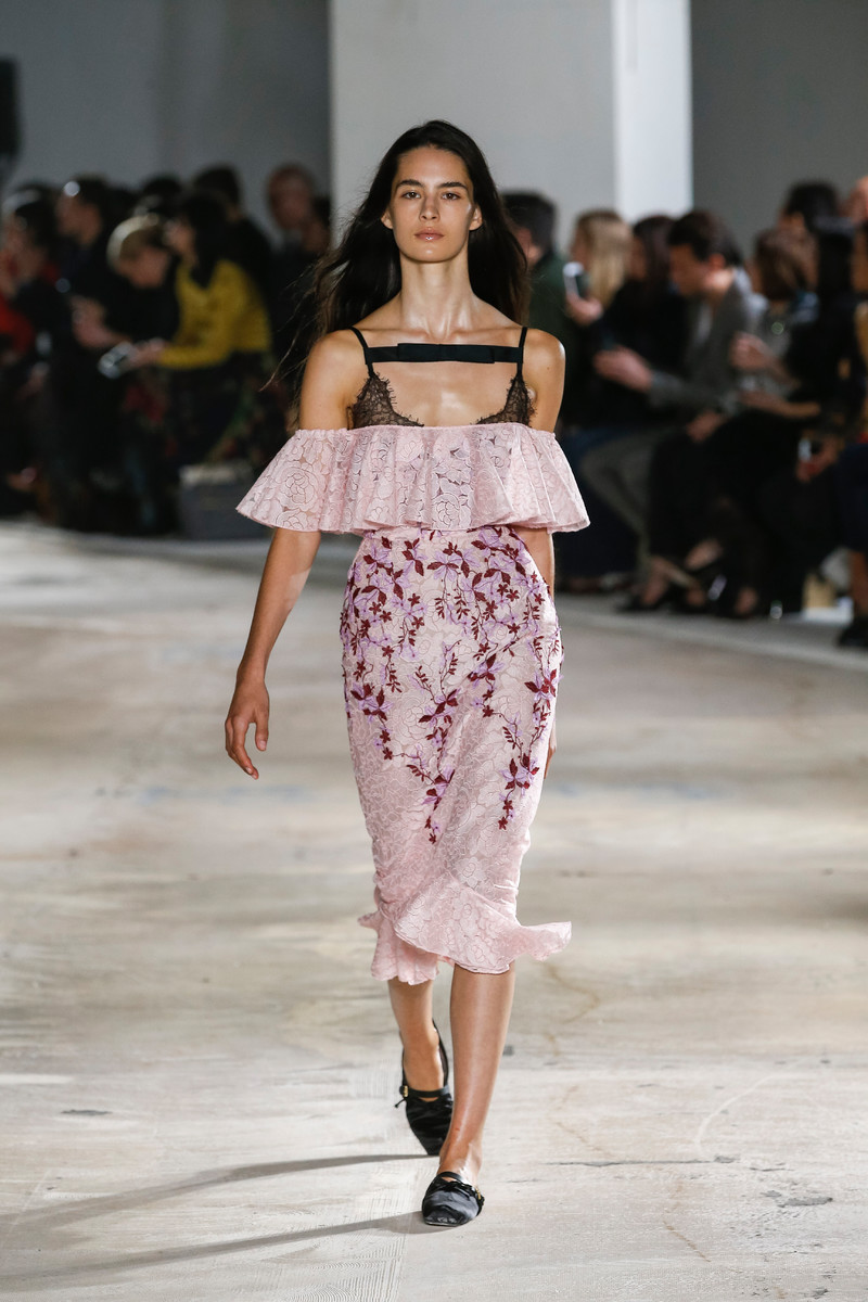 Trend Report SS2018: Off shoulder (done differently)