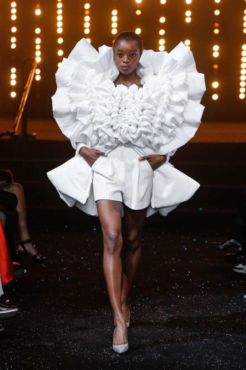 Viktor & Rolf Catwalk Couture Show Paris FW2018