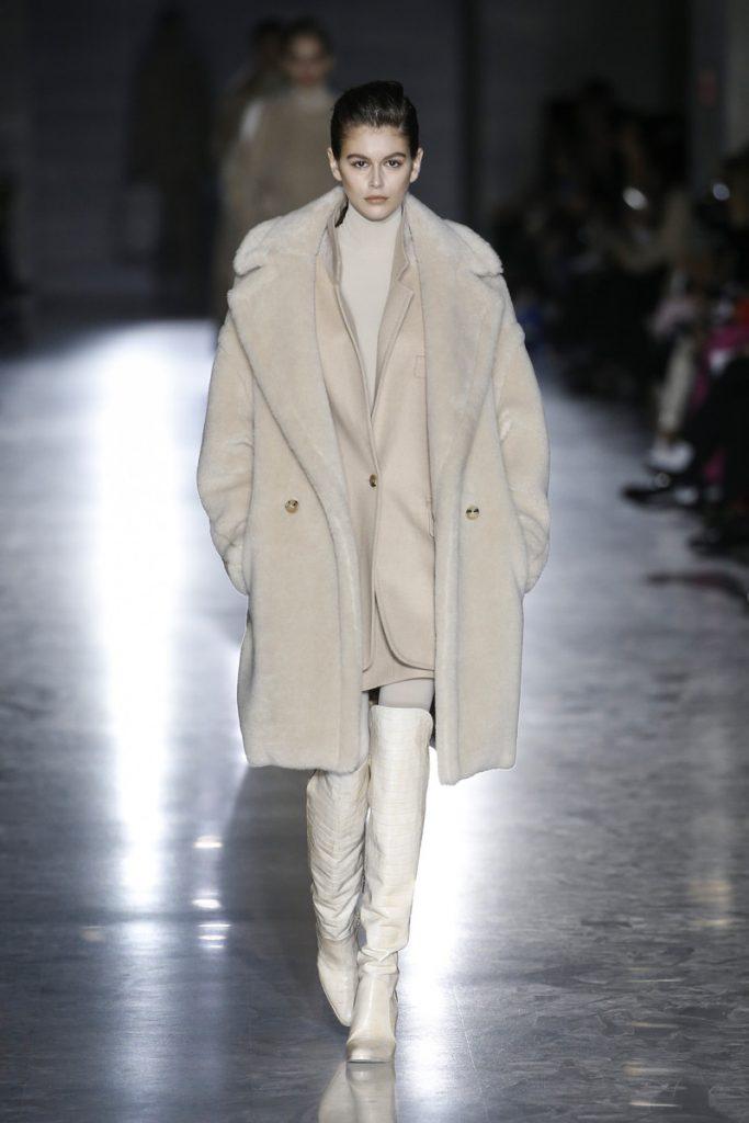42d09e3f3703 Max Mara Catwalk Fashion Show Milan FW2019 | Team Peter Stigter, catwalk  show, streetwear and fashion photography
