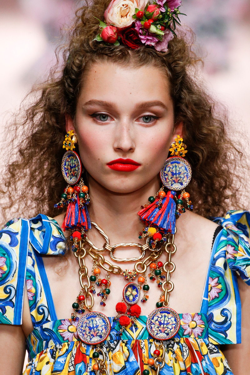 Catwalk Trend Spring/Summer 2019: Necklace on necklace