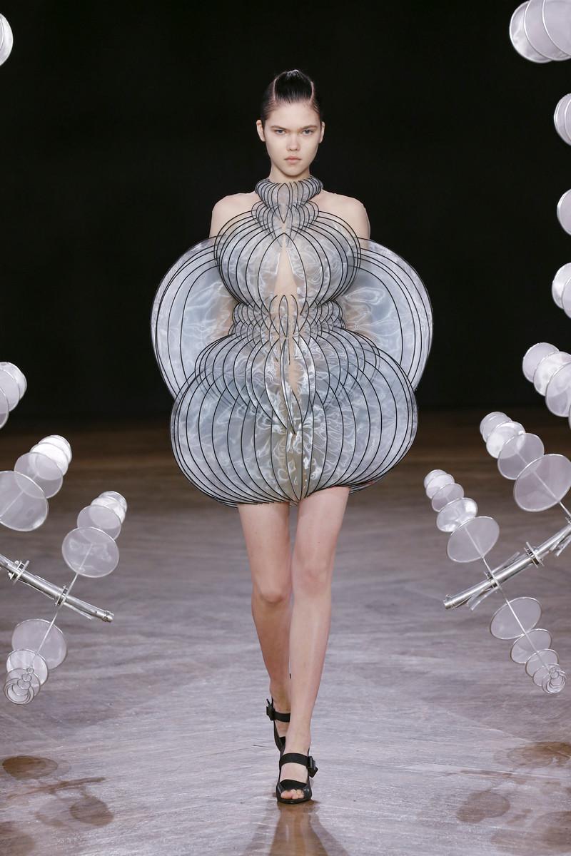 Iris van Herpen Haute Couture show SS2020