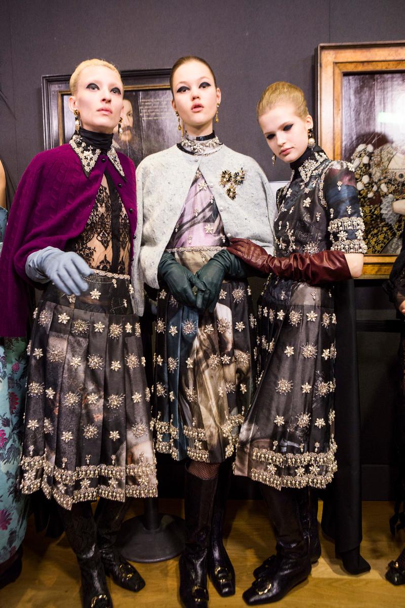 Catwalk Fashion Trend FW2020: Long Gloves